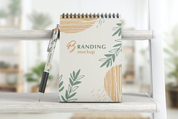 笔记本与笔品牌样机模板 Notebook With Pen Branding Mockup